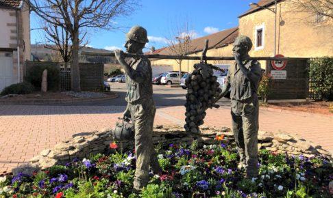 Marsannay-マルサネ-大きなブドウを運ぶ人