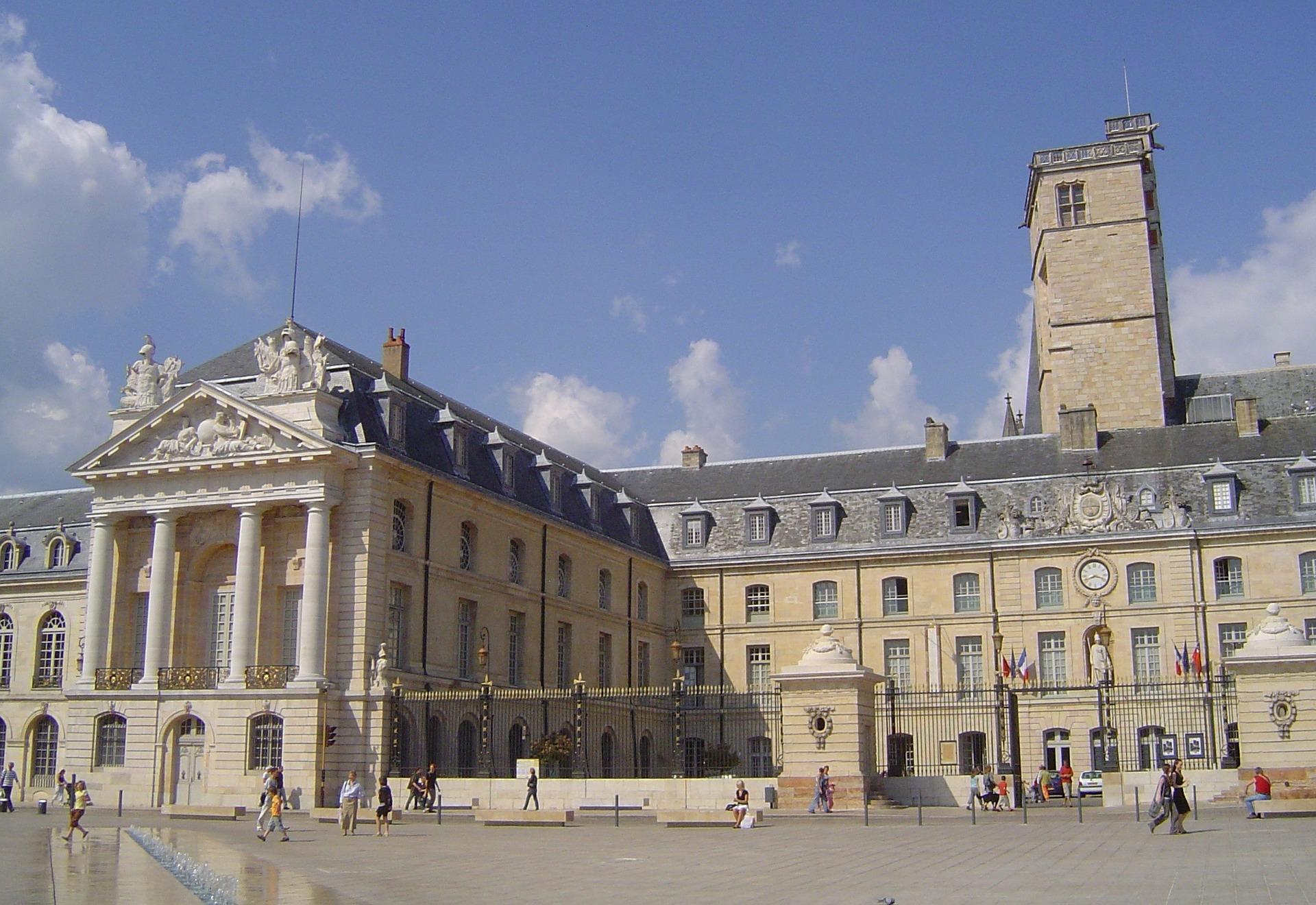 旧ブルゴーニュ公宮殿